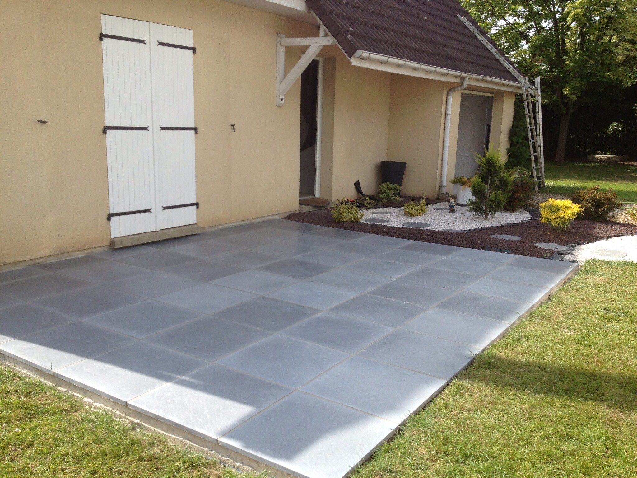 Terrasse bois sur plot beton for Dalles de terrasse sur plots